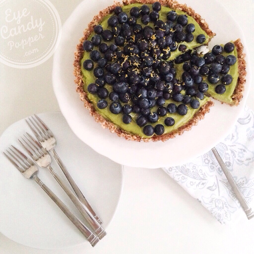 Healthy raw lemon pie
