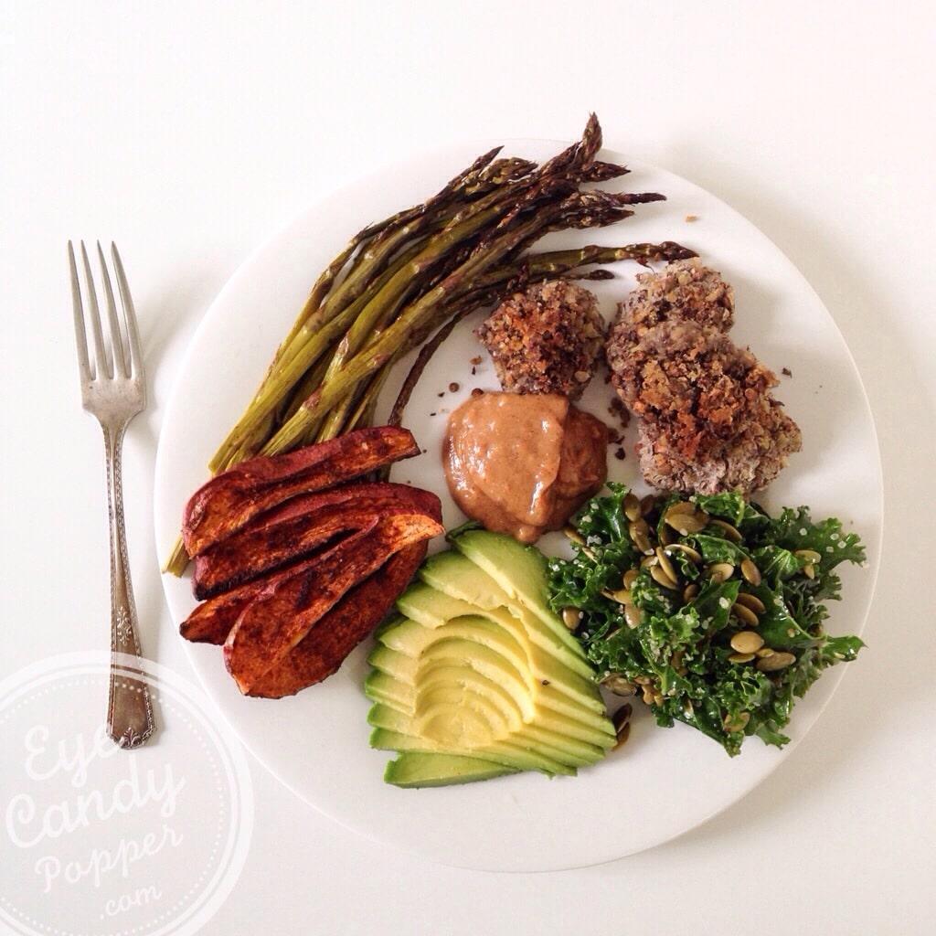 Massaged kale salad + lentil fritters with almond butter dipping sauce (vegan, paleo, gluten-free) | eyecandypopper.com