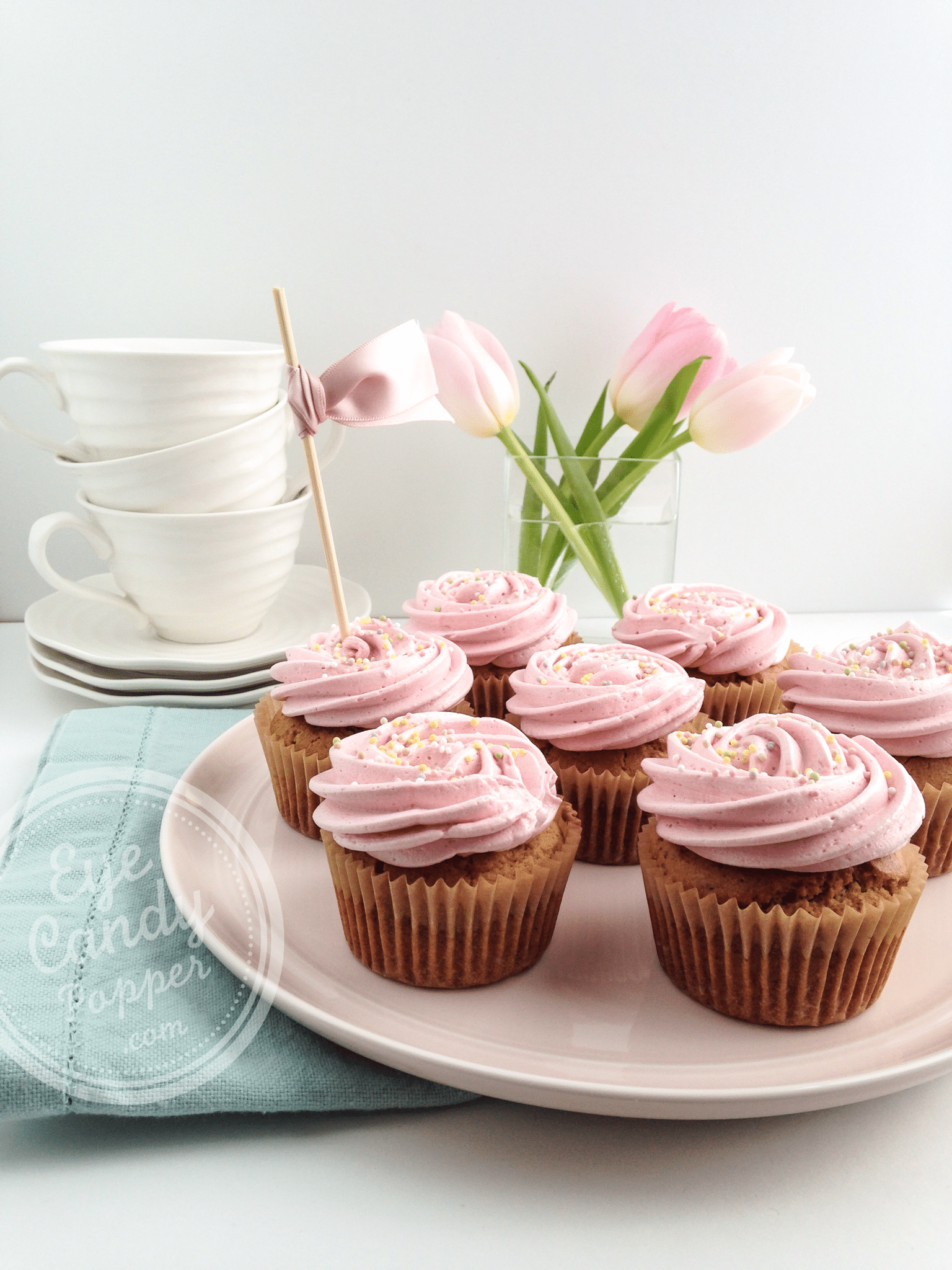 Truly healthy vanilla raspberry cupcakes without toxic dye
