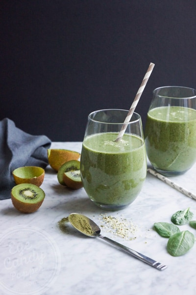 Healthy superfood green smoothie
